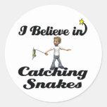 creo en serpientes de cogida pegatinas redondas