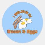 Creo en tocino y huevos etiquetas redondas