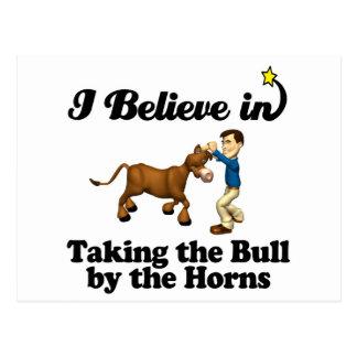 creo en tomar el toro por los cuernos postales