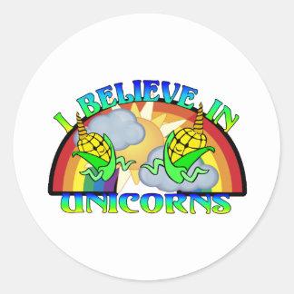 Creo en unicornios pegatina redonda