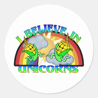 Creo en unicornios etiquetas redondas