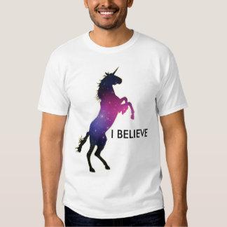 Creo en unicornios remeras