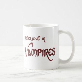 Creo en vampiros taza básica blanca