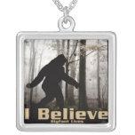 Creo las vidas de Bigfoot Colgante Cuadrado