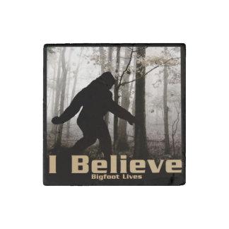 Creo las vidas de Bigfoot Imán De Piedra