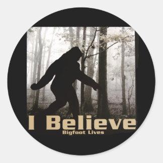 Creo las vidas de Bigfoot Pegatina Redonda