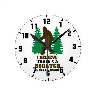 Creo que hay SQUATCH en estas maderas Reloj Redondo Mediano