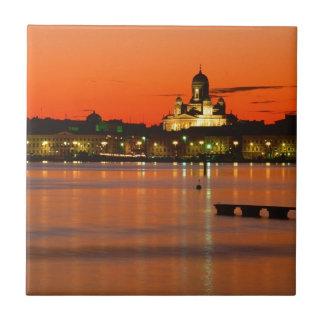 Crepúsculo anaranjado Helsinki Finlandia Tejas Ceramicas
