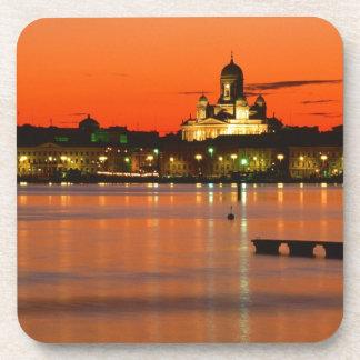 Crepúsculo anaranjado Helsinki Finlandia Posavasos De Bebida