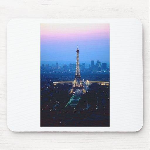 Crepúsculo de la torre Eiffel Tapete De Raton
