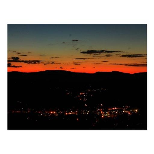Crepúsculo de la vuelta de la horquilla del rastro postal