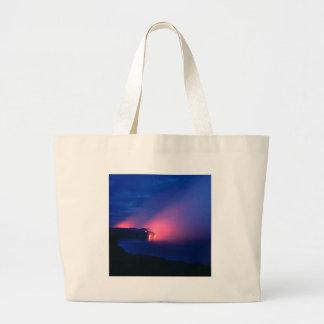 Crepúsculo del océano del flujo de lava de la pues bolsa