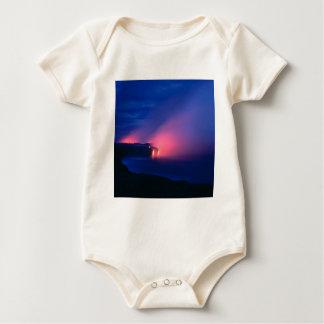 Crepúsculo del océano del flujo de lava de la pues traje de bebé