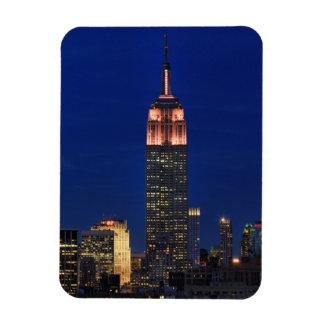 Crepúsculo Empire State Building encendido encima Imanes