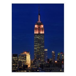 Crepúsculo: Empire State Building encendido encima Postal