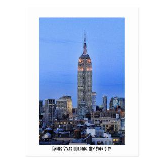 Crepúsculo: Empire State Building encendido encima Postales