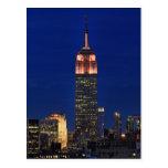 Crepúsculo: Empire State Building encendido encima Tarjetas Postales