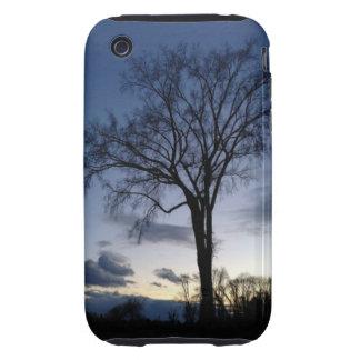 Crepúsculo en el árbol en caso del iPhone 3 del iPhone 3 Tough Fundas