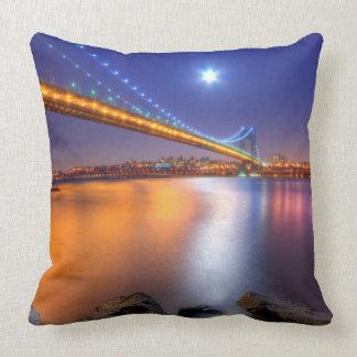Crepúsculo, George Washington BridgePalisades, NJ. Cojin