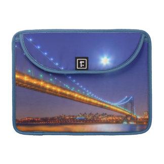 Crepúsculo, George Washington BridgePalisades, NJ. Funda Para Macbook Pro