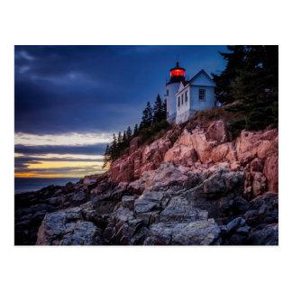 Crepúsculo sobre el faro bajo del puerto, Acadia Tarjeta Postal