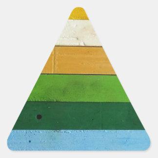 Creyones del carbón de leña pegatina triangular