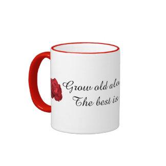Crezca viejo junto con mí la taza del regalo de