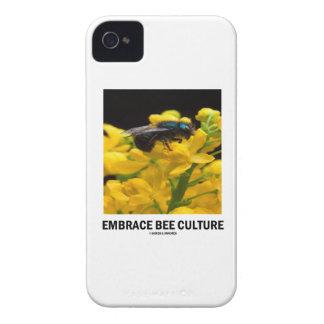 Cría de abeja del abrazo (abeja en la flor del iPhone 4 Case-Mate carcasa