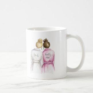 ¿Criada del honor? Criada rubia del Brunette de la Taza De Café