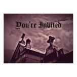 Criptas góticas del cementerio en púrpura invitacion personal