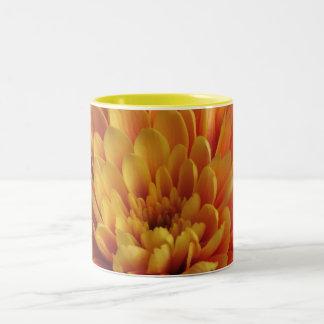 Crisantemo amarillo taza de café
