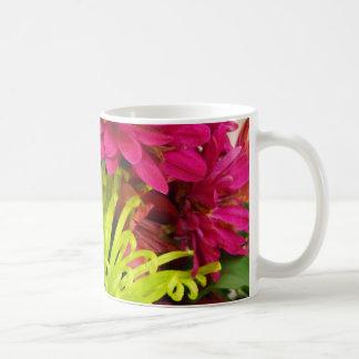 crisantemo hermoso taza básica blanca