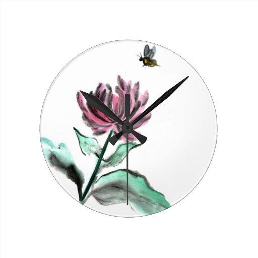 Crisantemo y abeja - caída de la araña en el jardí relojes de pared
