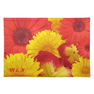 Crisantemos amarillos de las margaritas rojas bril mantel