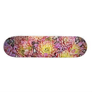Crisantemos dentro de las líneas monopatín tabla de skate