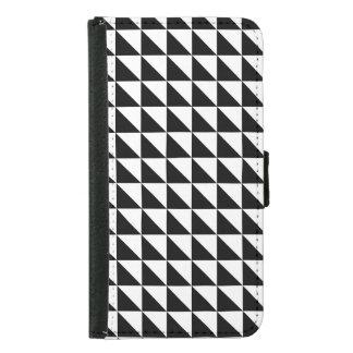 Crisp Black and White Triangles