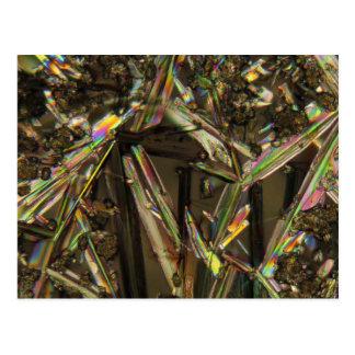 Cristales debajo del microscopio/del aluminato postal