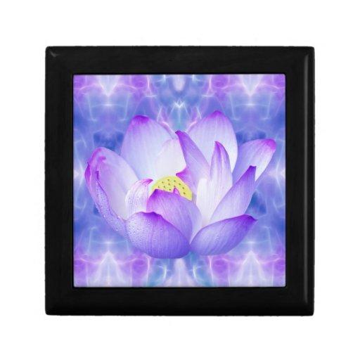 Cristales púrpuras de la flor y del fractal de lot caja de recuerdo