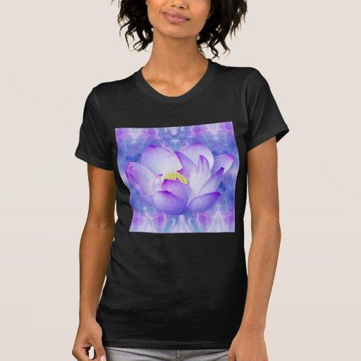 Cristales púrpuras de la flor y del fractal de playera