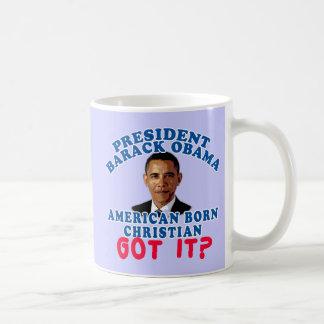 Cristiano llevado americano de Barack Obama Taza Básica Blanca