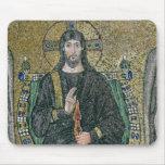 Cristo enthroned con los ángeles tapete de ratón