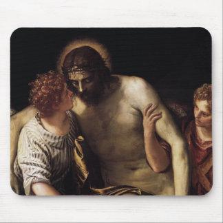 Cristo muerto apoyado por ángeles de Paolo Verones Alfombrilla De Ratón