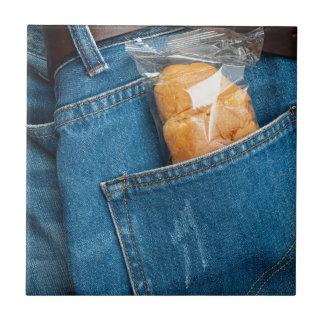Croissant en su bolsillo azulejo cuadrado pequeño
