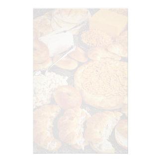 Croissants y pan del platina con la ensalada de lo  papeleria