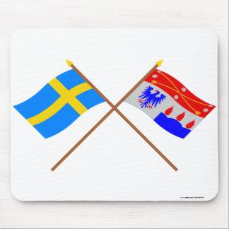 Crossed Sweden and Örebro län flags Mousepads
