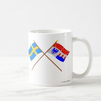Crossed Sweden and Örebro län flags Mugs
