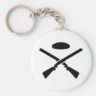 Crossed trap shooting shotguns keychain