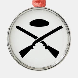 Crossed trap shooting shotguns metal ornament