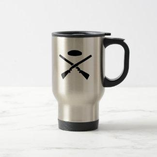 Crossed trap shooting shotguns travel mug