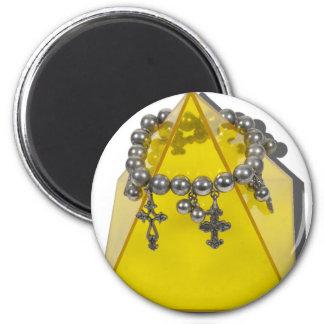CrossesAndPyramid021411 Imán Redondo 5 Cm